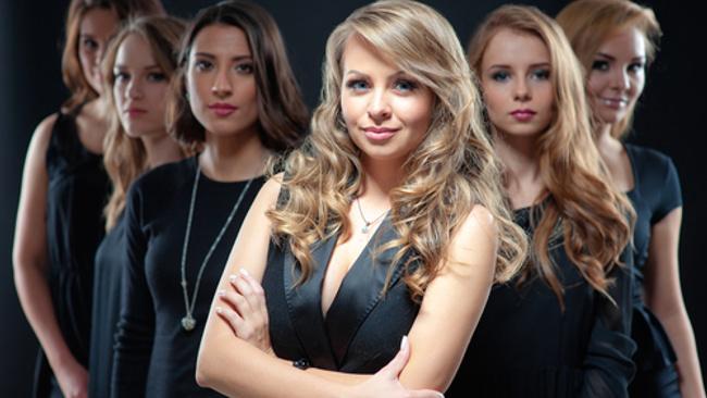 Kadınların Dolabında Olması Gereken 8 Parça