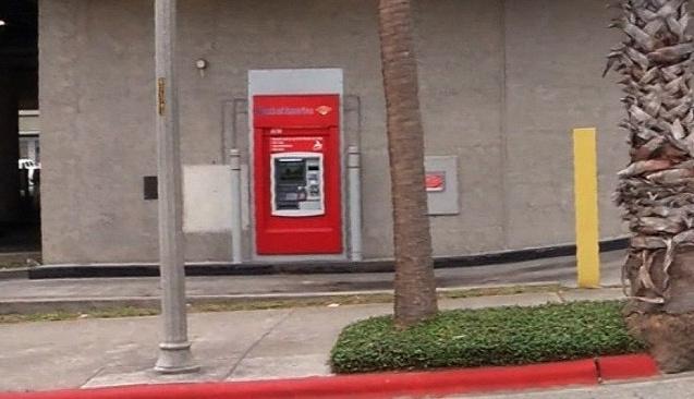 Bankamatiğin içinde mahsur kaldı, bakın nasıl ortaya çıktı :)