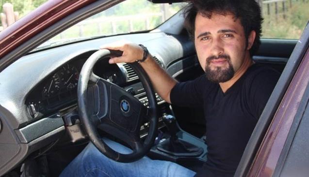 5 maddeyle arabasını neden sattığını açıkladı, ilanı görenler kahkaha attı