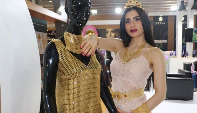 Bu Elbise Tam 1 Milyon 100 Bin Lira