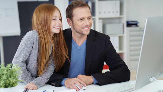 Babalar çocuklarına nasıl çalıştıklarını göstermeli!