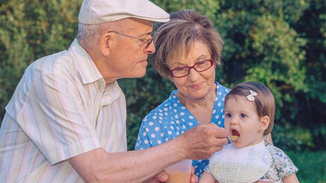 Büyükanne maaşı ve başvuru şartları belli oldu