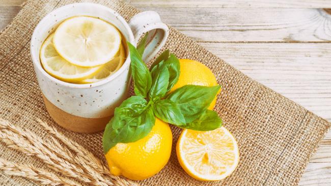 Sabah limonlu sıcak su içince vücutta neler oluyor?