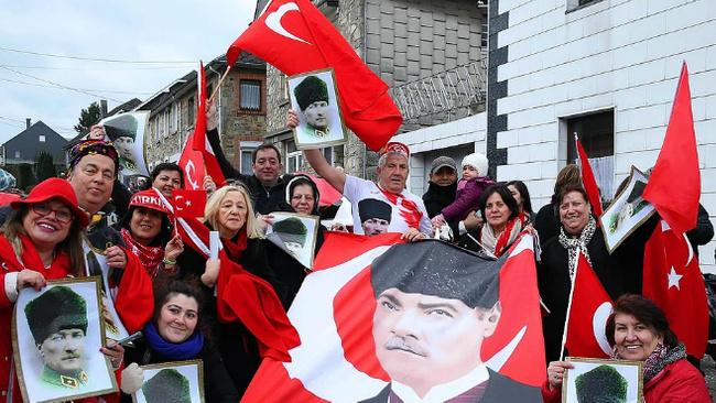 Burada Türk yok ama her yer Türk bayrağı!