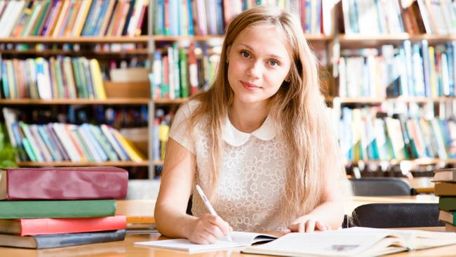 Sınava girecek çocuğa nasıl davranmalı?
