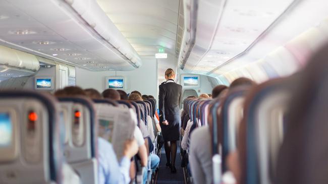 Cezalar arttı! Uçuşta bunları yapmayın ki uçak yolculuğunuz servete mal olmasın