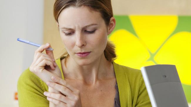 Eskiden ağır el işi yapanların hastalığı artık masa başındakileri etkiliyor