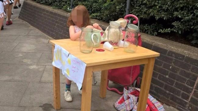 Limonata sattığı için 150 Sterlin ceza yiyen 5 yaşındaki miniğe teklif yağdı