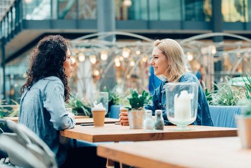 İyi bir iletişim için nasıl bir dinleyici olmalı?