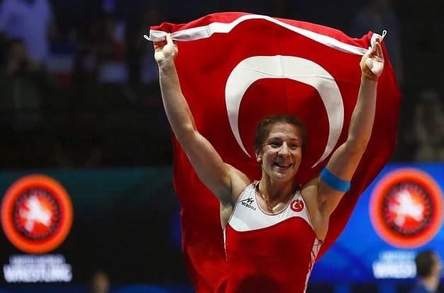 Milli güreşçimiz Yasemin Adar dünya şampiyonu oldu!