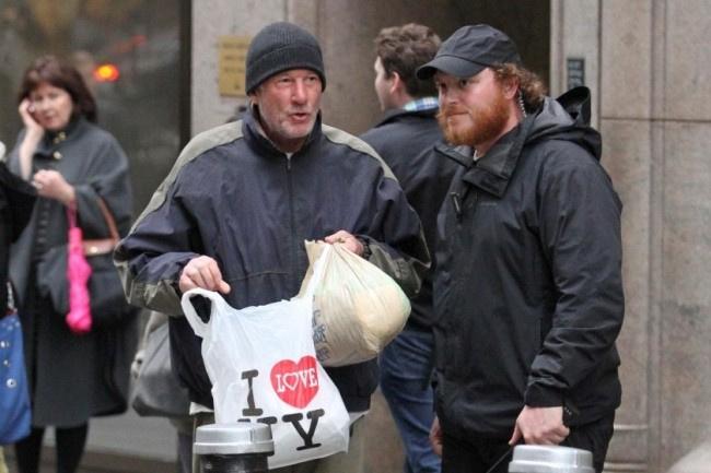 Çöpleri karıştıran evsize yardım etti, gerçeği öğrenince şaştı kaldı!